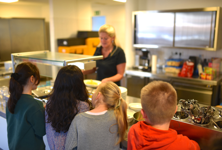 The Die Arche Foundation offers healthy breakfasts to German schoolchildren from low-income families