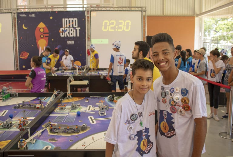 Cooking, robotics, art… life experiences for young children in Brazil