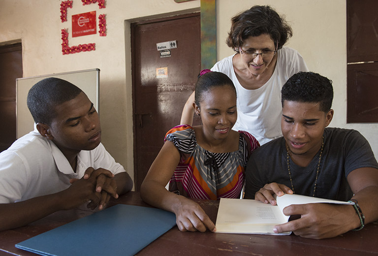 Asociación Nuevos Caminos offers opportunities for the future through scholarships and educational support