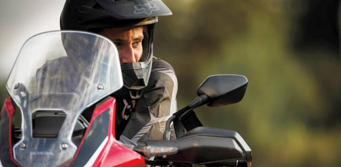 Entrar en el ángulo muerto de un coche con tu moto puede hacer que tengas un accidente
