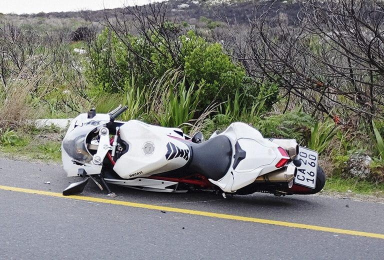 Mi moto al suelo: ¿Cómo levanto mi moto?