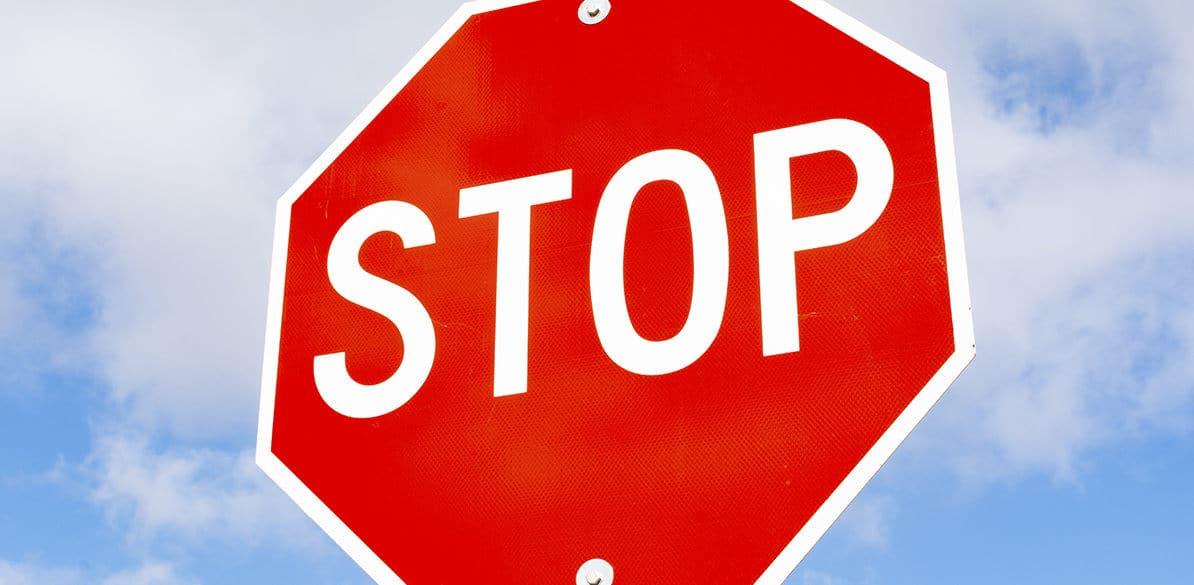 Los STOP y los dobles STOP son dos señales a tener muy en cuenta a la hora de circular en moto