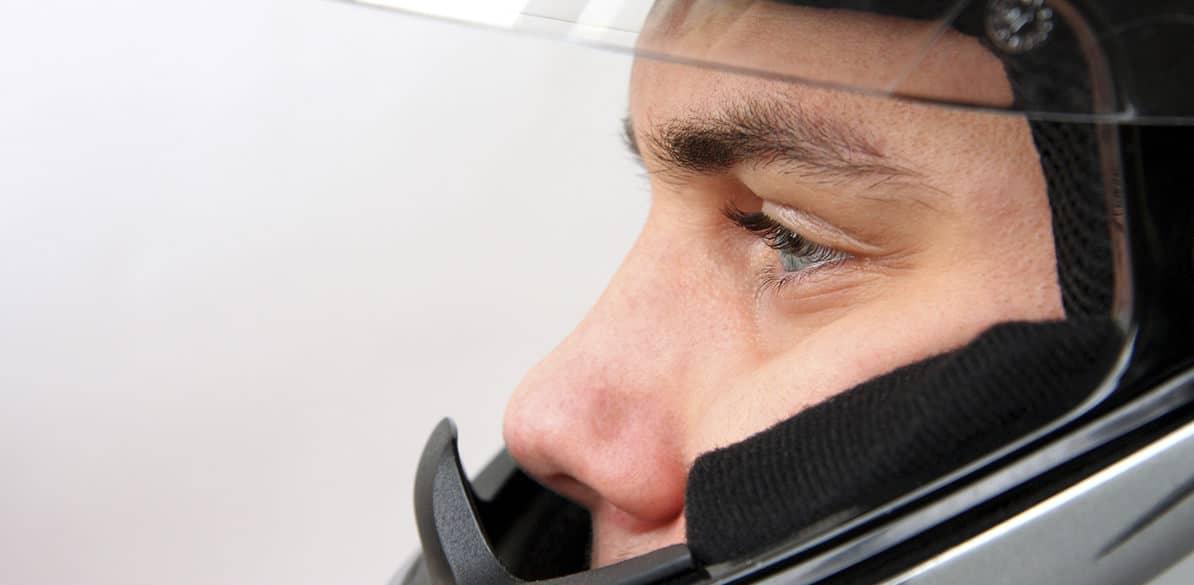La protección de la cabeza ante posibles impactos es fundamental para evitar o disminuir las lesiones