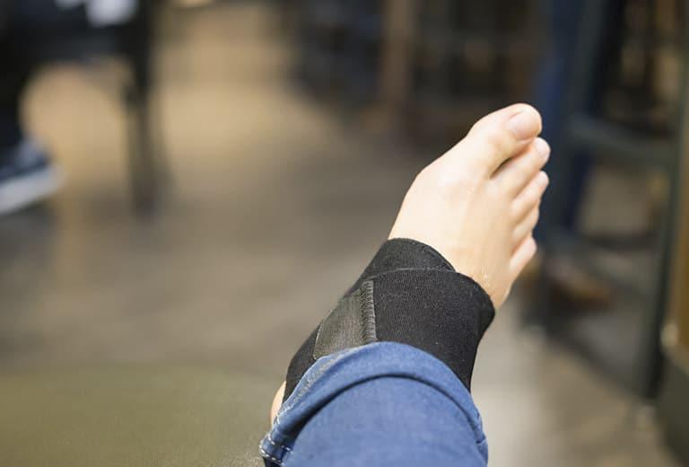 Lesiones tendinosas, musculares, de partes blandas, bursitis y tumores del miembro inferior, que limitan la conducción