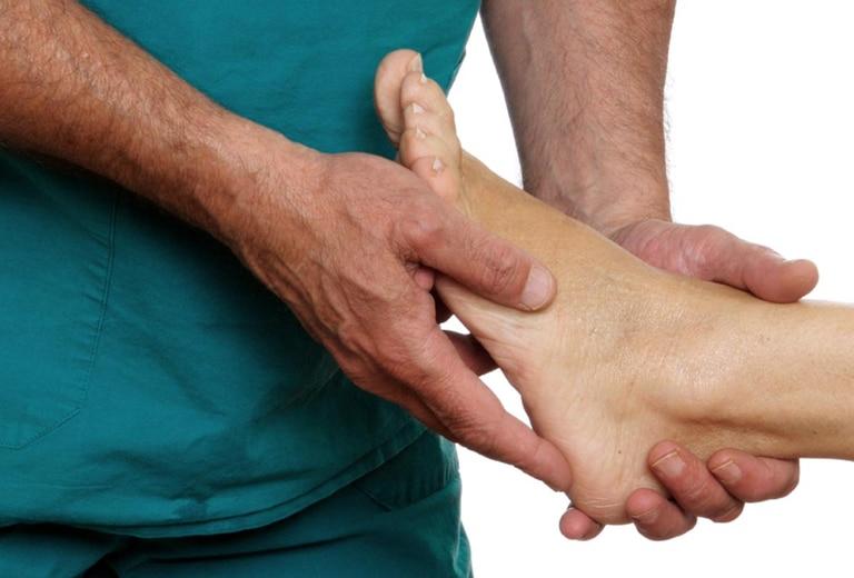 Osteonecrosis, afecciones de los sesamoideos, tumores óseos, infecciones osteoarticulares, gota y su influencia en la y conducción