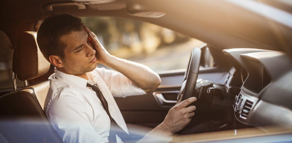 El conductor con malestar digestivo, náuseas y ganas de vomitar, debe aparcar el vehículo