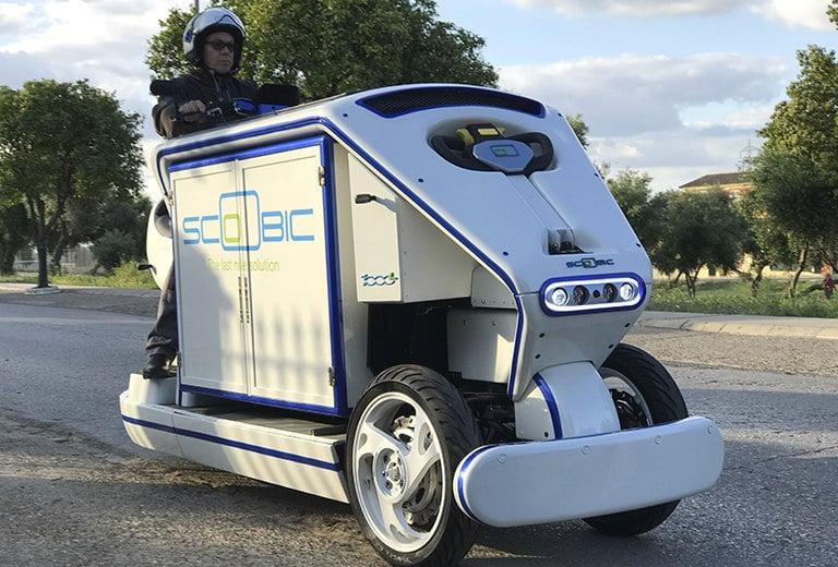 Vehículo ágil y ligero con la capacidad de carga de una furgoneta apto para el reparto